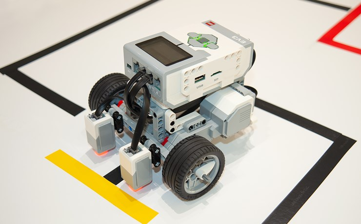 Build and program your first robot (for school groups)